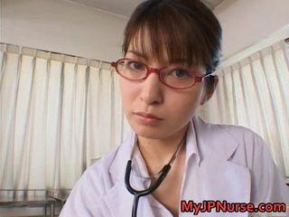 Smut mov медицинска сестра млад сладъл