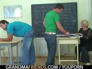 Two studs fick alt schule lehrer