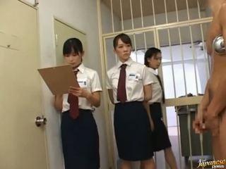 Japanilainen av malli sisään a piss video-