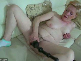 Oldnanny oud rijpere met groot dildo masturbate