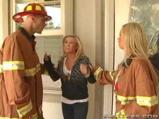 Gros seins firewoman nikki benz