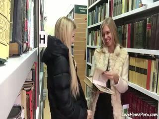 Tīņi masturbācija uz a bibliotēka - porno video 091
