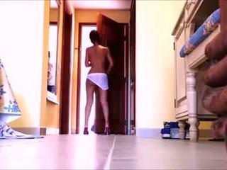 Seksuālā itālieši meitene gets kails par viesnīca istaba pakalpojums