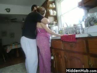 Rasva pari having seksi sisään the keittiö