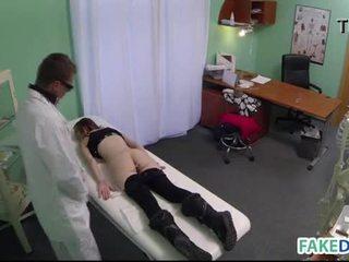 Hardcore sex în fake spital