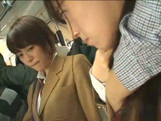 Veřejné perverts harass japonská schoolgirls na a vlak