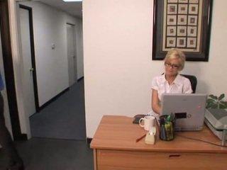 Heet blondine kantoor meisje