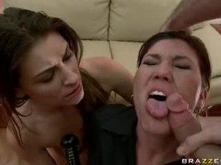 Claire dames acquires 她的 口 teased 由 一 monstrous weenie 准备 到 choke 该 guyr 深