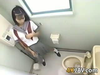 Japānieši skolniece ar a strapon