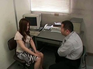 si rambut coklat, kurus, pejabat