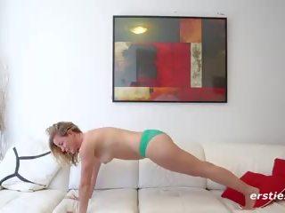 Claudia talks seksas ir rubs putė per kelnaitės: porno 19