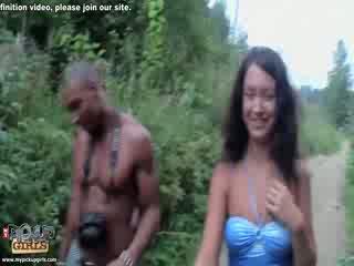 Pickup porno voor brunette door de station