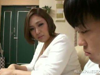 Reiko yumeno pleases nekaj man skoraj a wonderful obdelovanje prsi