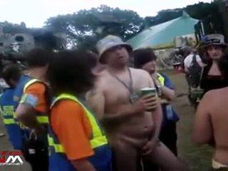 Female keamanan guards dengan telanjang gadis & guys di