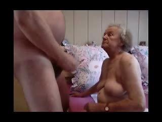 Nenek having menyeronokkan video