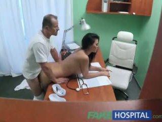Fakehospital лікар fucks порно актриса над стіл в приватне clinic