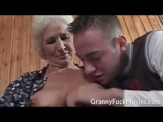 Matainas vecmāmiņa kampiens firma fucked