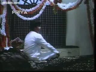 Desi suhaag raat masala wideo a gorące masala wideo featuring guy unpacking jego żona na pierwszy noc
