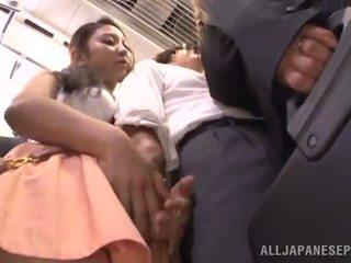 Dissolute oriental nymph has got laid entre pechos onto un tren