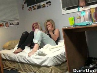 Muda pasangan hubungan intim di camera