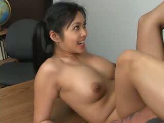 এশিয়ান hottie mika tan ঘেরাও