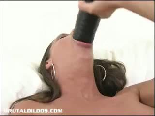 Alissa rijden een thick brutaal dildo
