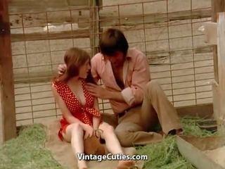 热 青少年 性别 在 一 pig paddock 1970s 葡萄收获期: 自由 色情 35