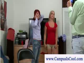 Leggere testa vs buio haired università teenie lezzy sesso azione