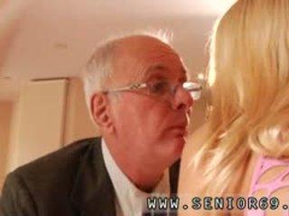 Tiener meisje fucks oud man meisje porno speelfilmen paul rock hard plum