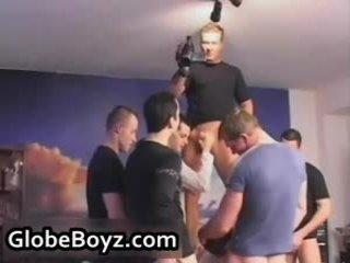 Super hooters jovem grávida gay lads a foder, a chupar, stroking 55 por globeboyz