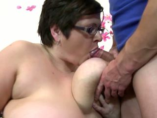 Big Mature Mom Suck and Fuck Young Lucky Boy: Free Porn 4c