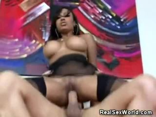 Hot ebony dilatih