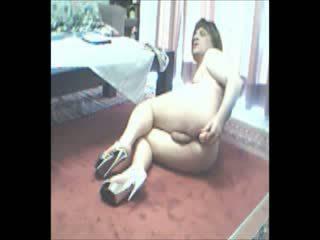 Nenacd rotaļlieta pakaļa spēlē par sarkans carpet