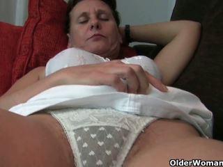 Vecmāmiņa ar matainas vāvere un armpits needs relief