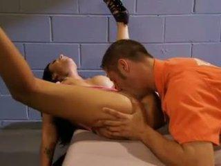 Mason moores doce muff gets alguns punishment a partir de um sexo starved inmate