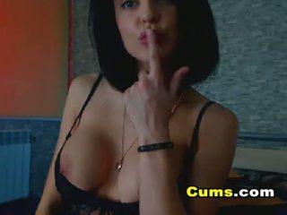 Groot bips brunette en haar sierlijk temptation
