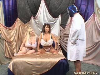 Minka kayla vs blue bumbas