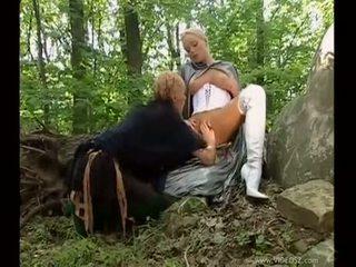 brunetta, sesso orale, doppia penetrazione