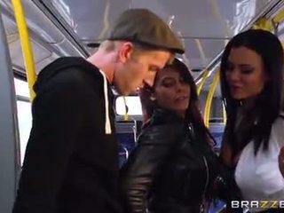 Автобус шибане за секси момичета madison ivy и ja