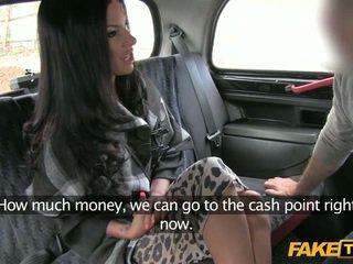 Amateur milf babe bedrogen door een taxi
