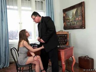 Jauns sekretāre fucks viņai vecs boss