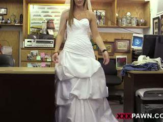 De bruid en haar huwelijk jurk