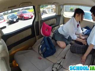 Japanilainen koulutyttö banged sisään a parking erä