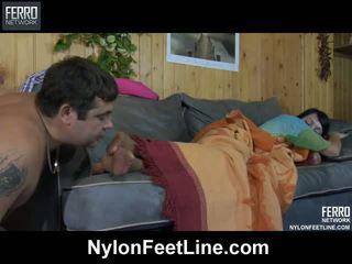 أقرن guy awaking ل sleepy فتاة