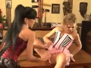 ruskeaverikkö, lelut, anal sex