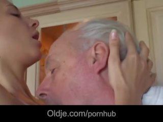 brunete, nepieredzējis cock, shaved pussy