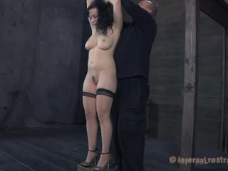 Inflicting pleasure on babes cunt