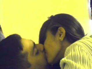 เป็นร่วมเพศ, ดูด, จูบ