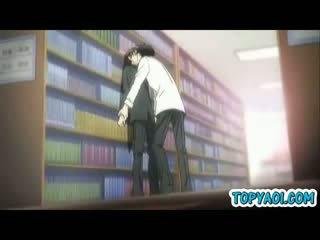 Hentai homo jongen en man having kisses en liefde in bibliotheek kamer