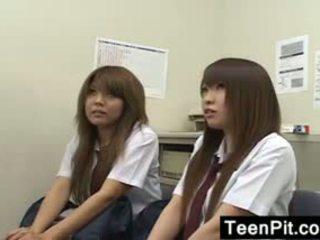 Japoniškas schoolgirls gauti juodas mailed